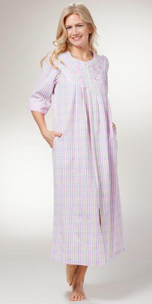 foto de Miss Elaine Seersucker Robe Long Zip Front Pastel Plaid