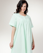 Short Seersucker Robe - Miss Elaine Snap Front Robe In Clover