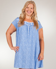 Plus Eileen West Pima Cotton Short Sleeve Gown in Meadowlark Ditsy