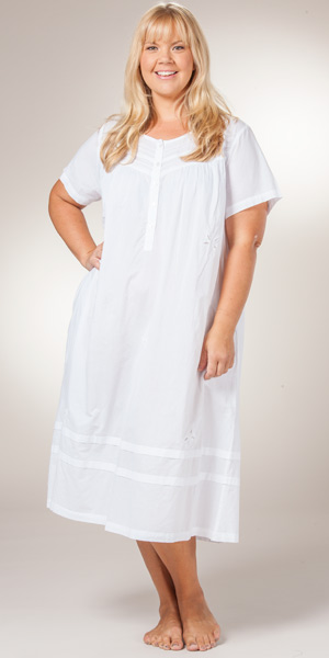 Our collection of womens plus size sleepwear combines soft fabrics and elegant details in exclusive prints. Cozy up in our plus size nightgowns and PJs.