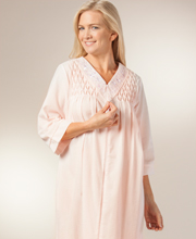 Miss Elaine Robes - Long Seersucker Zip Front V-Neck Robe In Peach