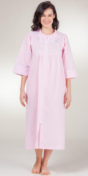foto de Long Zip Robes Miss Elaine Pink Check Seersucker Bathrobe