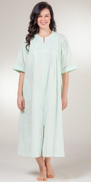 foto de Zip Front Seersucker Robes Miss Elaine Round Neck Long