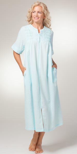 foto de Seersucker Robes by Miss Elaine Long Zip Front Aqua