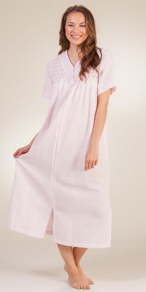 foto de Seersucker Robes by Miss Elaine Long Zip Front Pink