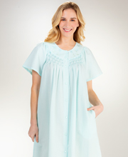 Miss Elaine Short Snap-Front Smocked Seersucker Robe in Turquoise