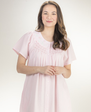 Miss Elaine Snap-Front Smocked Seersucker Short Robe in Pink
