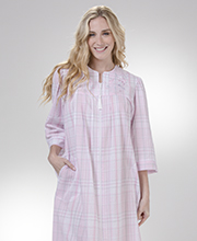 y1-16-21Miss Elaine Long Seersucker Robe Zip Front in Pink/Grey Plaid