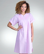 Miss Elaine Plus Short Seersucker - Embroidered Snap Front Robe In Pink Stripe