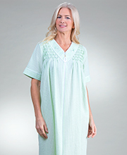 Long Miss Elaine Seersucker Smocked V-Neck Zip Robe in Mint Check