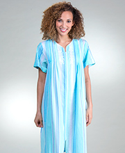 Short Miss Elaine Seersucker Zip Front Robe In Aqua Blue Stripe