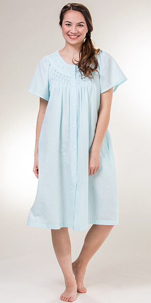 Miss Elaine Short Smocked Seersucker Snap Robe in Turquoise