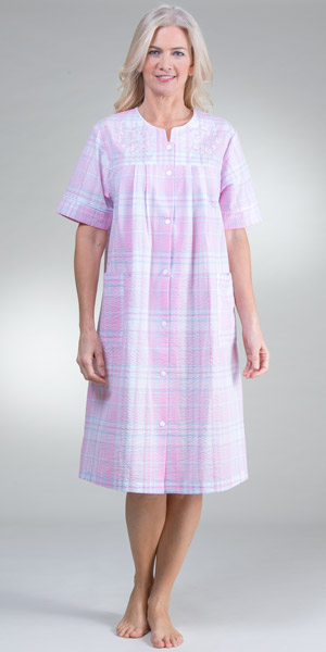 Short Miss Elaine Seersucker Embroidered Snap Front Robe - Pink Plaid
