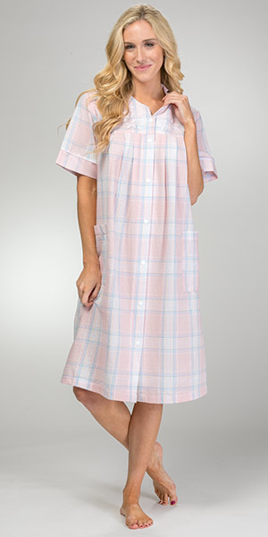 Short Miss Elaine Seersucker Embroidered Snap Front Robe - Peach Plaid